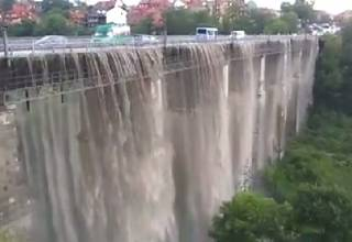 Непогода убила девушку на Черкасщине и превратила мост в Каменце-Подольском в водопад