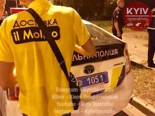 В Киеве курьер доставлял «плохим клиентам» пиццу с травкой