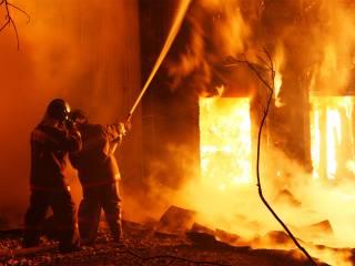 В Киеве ночью произошел пожар в 20-этажном доме. Пришлось эвакуировать людей