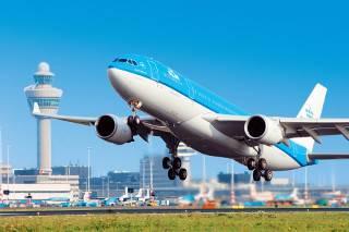 Самолет, летевший из Амстердама в Киев, без объяснения причин вернулся назад