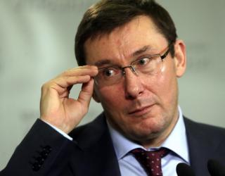 По словам Луценко, кто-то стрелял по окнам следователей, занимающихся делом налоговиков