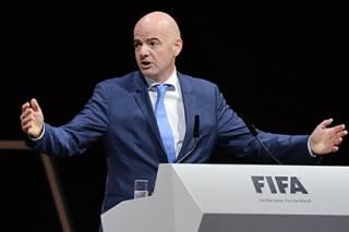 Президента ФИФА уличили в связях с российским олигархом. Теперь ему светит отставка