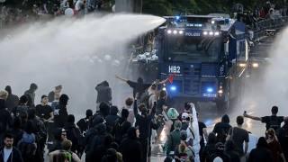 Ночью в Гамбурге противники саммита G20 строили баррикады и жгли автомобили. Сейчас ликвидируют последствия