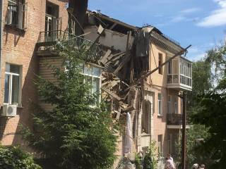 В Киеве взорвался и разрушился дом. Под завалами находятся люди