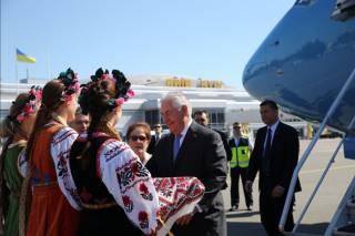 Тиллерсон прилетел в Киев. Ему есть, что обсудить с Порошенко