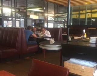 Пинзеника и Полякова заметили в одном ресторане после того, как комитет согласился на арест Розенблата