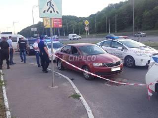 В Киеве неизвестные обстреляли автомобиль, ранив водителя и забрав сумку с 2,5 млн