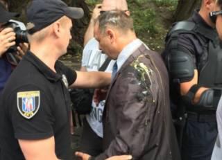 Активисты забросали яйцами депутата Барну за его фразу о народе