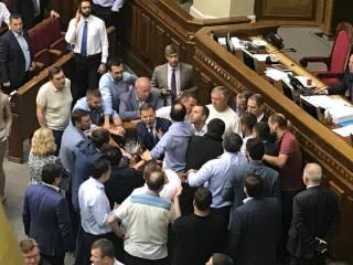 В Раде подрались депутаты. Из-за аудиторов НАБУ