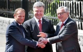 Еврочиновники вручили Порошенко Соглашение об ассоциации, но ушли от вопроса о перспективах Украины в ЕС