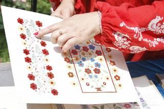 В «Софии Киевской» выставили на всеобщее обозрение уникальную коллекцию петриковской росписи