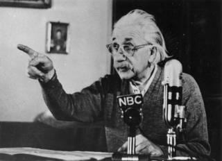 Новинки научпопа: параллельный Каку, тайны генома и ошибка Эйнштейна