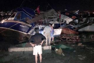 На турецком курорте произошло сильное землетрясение, вызвавшее цунами