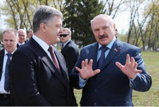 Лукашенко в АП встретили обнаженной женской грудью, обмороком и разговорами о зове предков