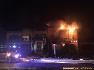 В Луцке ночью подожгли гостинично-ресторанный комплекс