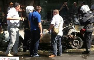 В Одессе взорвался припаркованный автомобиль