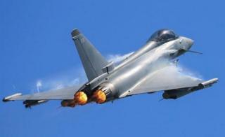Недалеко от воздушного пространства НАТО британский истребитель перехватил два российских бомбардировщика