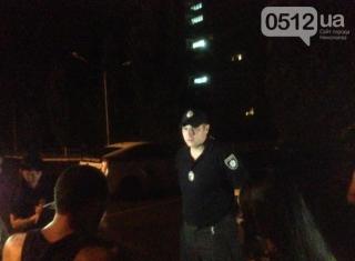 Ночью в Николаеве патрульные избили мужчину на глазах у его беременной жены
