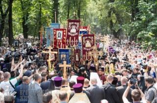 На Владимирской горке в Киеве начался праздничный молебен