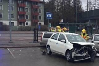 В Хельсинки авто врезалось в пешеходов, а в Гамбурге мужчина с ножом напал на покупателей. Есть погибшие