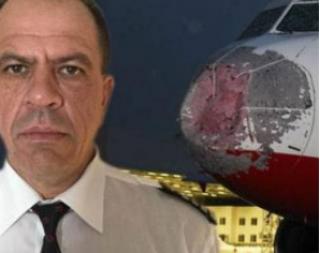Порошенко наградил орденом летчика, посадившего в Стамбуле аварийный самолет