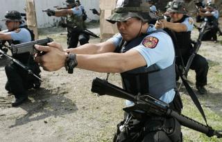 На Филиппинах во время рейда полиция застрелила мэра города и еще 6 политиков