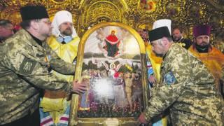 В Михайловском соборе освятили икону с майдановцами, воинами УПА и гетманом Мазепой