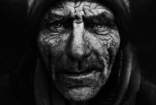 Борьбу с бедностью украинская власть свела к сочинению стратегий и методик