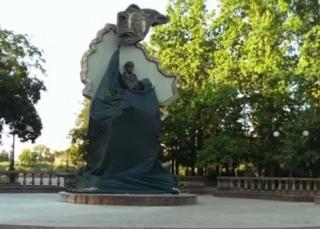 В центре Луганска взорвали памятник боевикам