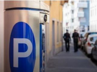 С 10 августа в Киеве парковщики будут вне закона, а платить за парковку придется по безналу