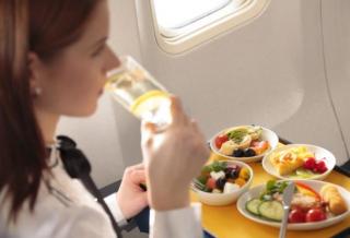 МАУ будет кормить пассажиров эконом-класса по космическим ценам, да и то не на всех рейсах