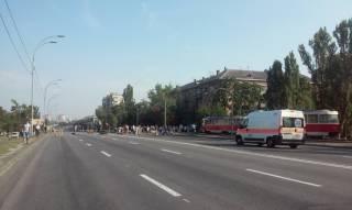 Киевляне перекрыли Харьковское шоссе, протестуя против отключения электроэнергии
