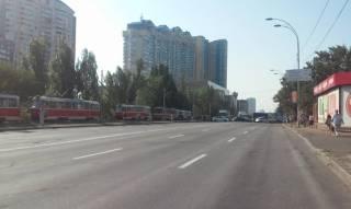 Киевлянам, перекрывшим Харьковское шоссе, предложили «заняться самоорганизацией, сброситься и достроить электросети»