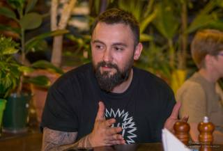 Ветеран АТО решил наказывать сотрудников за русский язык в своей пиццерии гривной