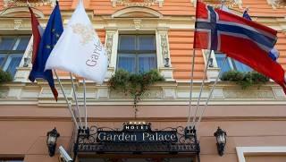 В Латвии вооруженные люди в камуфляже захватили отель