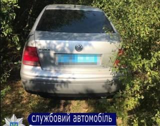 На Одесщине преступники при помощи гранаты угнали автомобиль полицейских, которые заступились за девушек