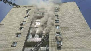 В Киеве горела девятиэтажка. Один мужчина, спасаясь, выпрыгнул из окна, еще две женщины погибли в квартире