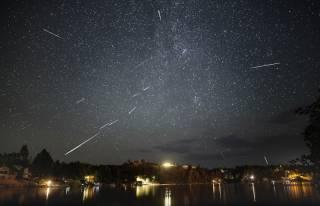 Сегодня в небе даже невооруженным взглядом можно будет наблюдать более 150 метеоров в час