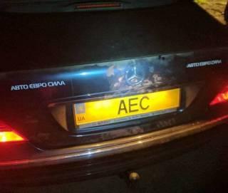 Под Киевом неизвестные обстреляли автомобиль главы организации собственников автомобилей на еврономерах