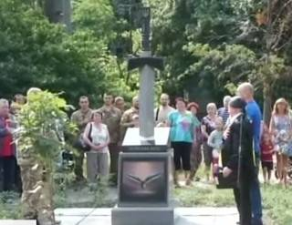 В Киеве открыли памятникам воинам АТО в виде меча, рассекающего карту России
