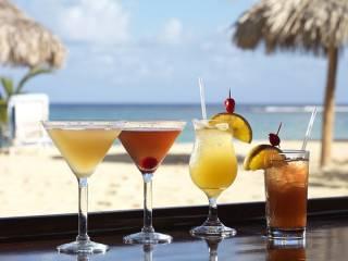 Туристы обвинили известного туроператора в принудительной замене детского отдыха на «алкогольный рай»