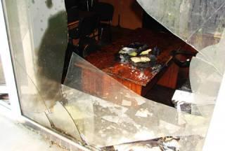 Глубокой ночью в здание «Киевблагоустройства» бросили сразу два «коктейля Молотова»