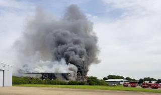 В одном из лондонских аэропортов вспыхнул сильный пожар. Очевидцы сообщают о взрыве