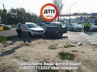В Киеве пьяный водитель, убегая от полиции, разбил четыре автомобиля
