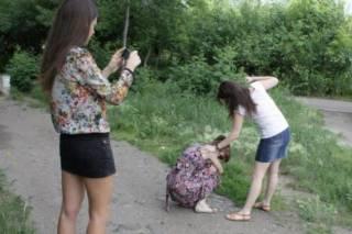 В Чернигове группа подростков избила школьницу. Девочку госпитализировали