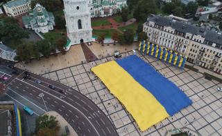 «Батькивщина» развернула самый большой флаг Украины в мире