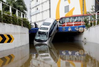 На Гонконг обрушился самый сильный за последние 50 лет тайфун. Есть жертвы