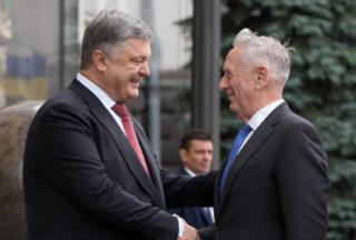 Порошенко поговорил с главой Пентагона о введении на Донбасс миротворцев ООН