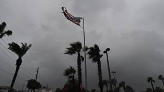 США накрыл крупнейший за десятилетие ураган: сотни тысяч людей остались без света, скорость ветра достигает 201 км/ч