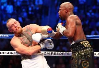 Американский боксер Флойд Мэйуэзер побил более чем полувековой рекорд в странном поединке, над которым смеются соцсети